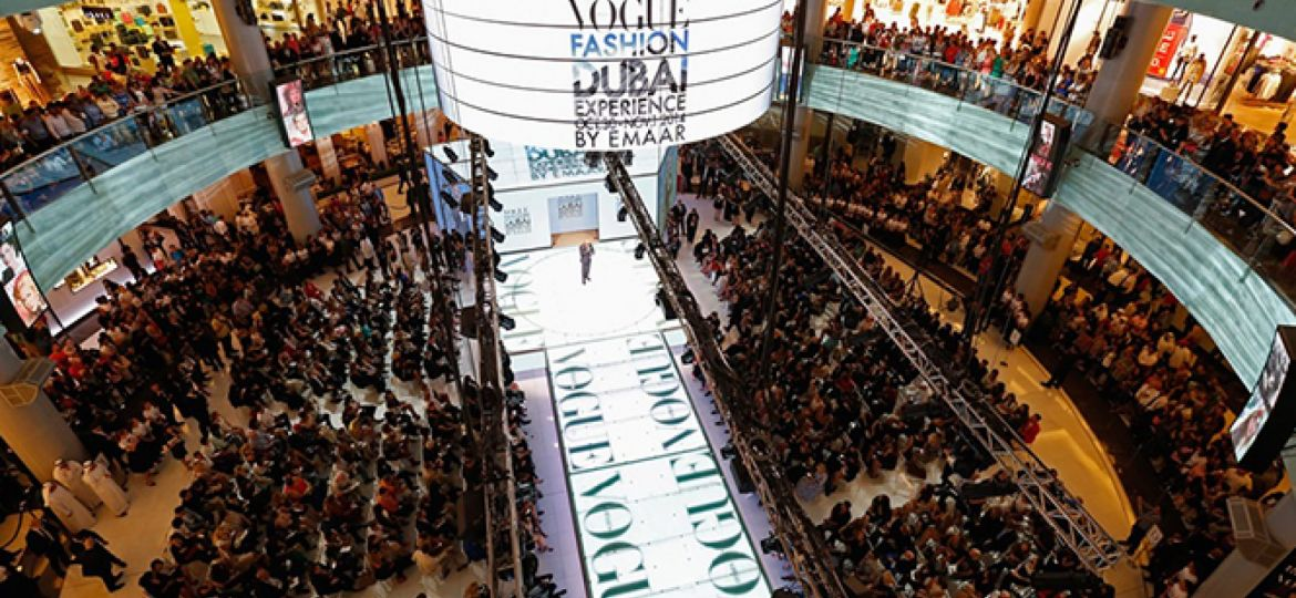 Dubai-Mall-bezoekrs-Vogue-Fashion