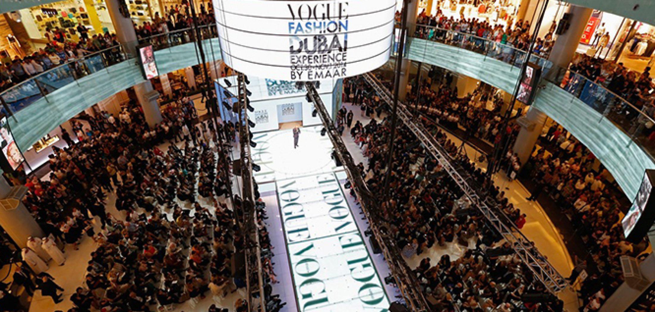 Dubai-Mall-bezoekrs-Vogue-Fashion